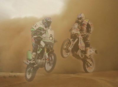 Motos en el desierto